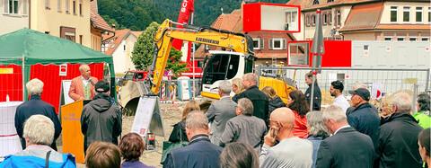 Großes Publikum beim Spatenstich für Altenpflegeheim in Bad Liebenzell