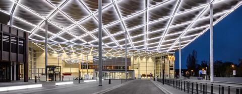 LED-Segel Vordach Messe Düsseldorf
