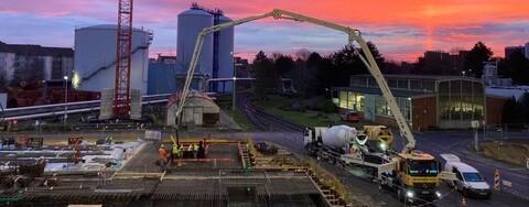 Betonieren der Sohle des neuen Biomasse-Heizkraftwerks Ende 2020