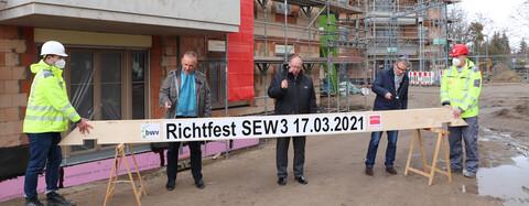 Richtfest Wohnanlage Schöneiche bei Berlin mit Richtbalken