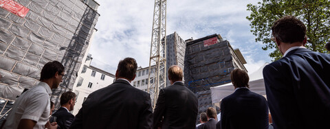Neues Bürogebäude New H in Düsseldorf fügt sich harmonisch in exponierte Lage