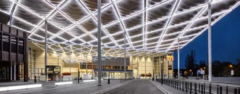 Messe Düsseldorf – Neues Entree mit Lichtdesign setzt Maßstäbe