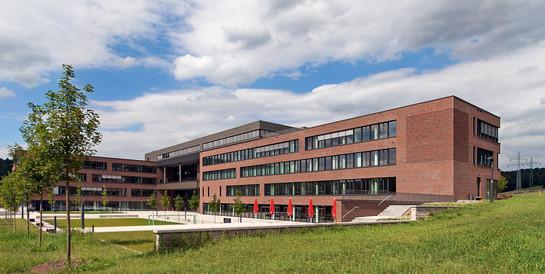 Firmenzentrale engelbert strauss, Biebergemünd: Schlüsselfertiger Neubau des Unternehmenscampus mit Verkaufsfiliale