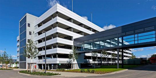 tesa SE, Norderstedt: Schlüsselfertiger Neubau eines Parkhaus mit 656 Pkw-Stellplätzen.