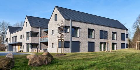 Wohnheime Hesterberg I und II, Schleswig: Schlüsselfertiger Neubau von zwei Wohnheimen inkl. der Außenanlagen