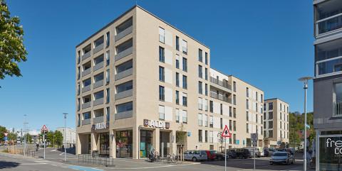Schlüsselfertiger Neubau der Westspitz-Wohnanlage mit Supermarkt